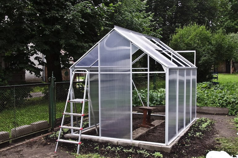 Construction of a small greenhouse on breeze blocks base